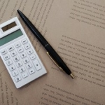 電卓とボールペン
