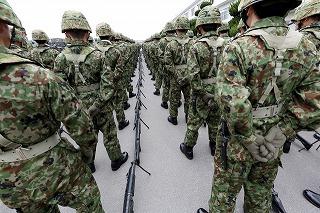 整列する兵隊
